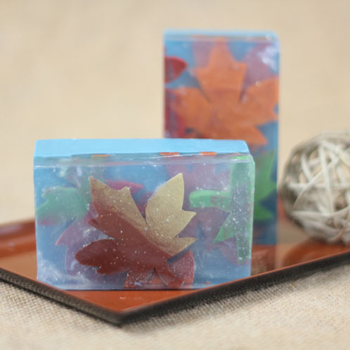 Soap leaves are embedded into bars to create gorgeous layers. Learn how to make them in this tutorial.