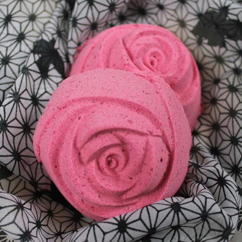 This bath bomb has hidden glitter inside. See how it's made in this tutorial!